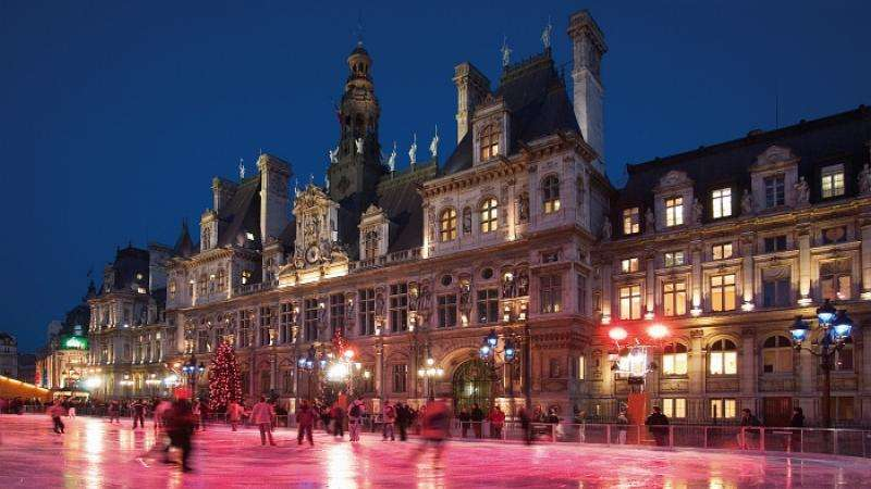 Soon it will be Christmas in Paris, A magical time