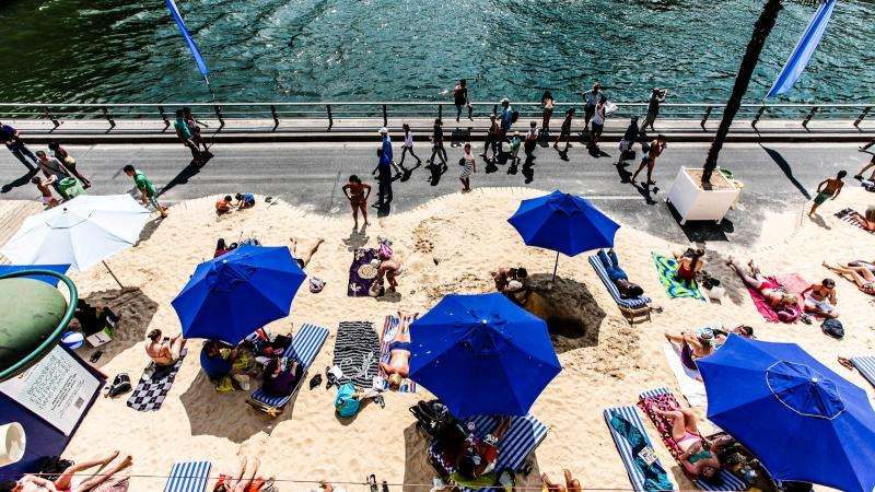 Lunch on the terrace & Paris Plage: fun and relaxation in the city